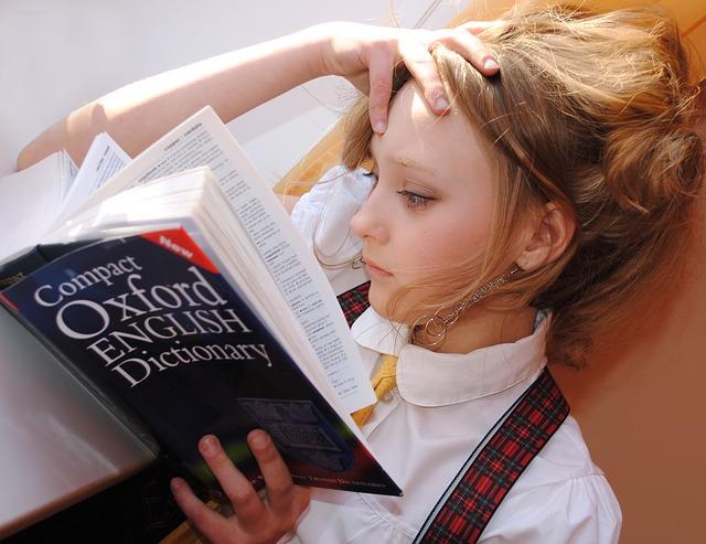 dziewczyna ucząca się angielskiego